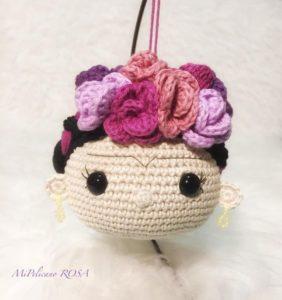Frida, llavero en crochet