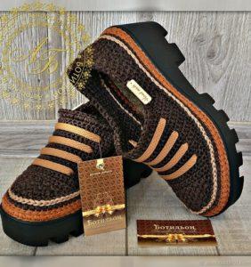 22 zapatos y deportivos para adultos en crochet