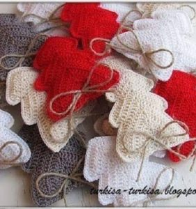 Árboles de Navidad llenos de amor para decorar tu hogar