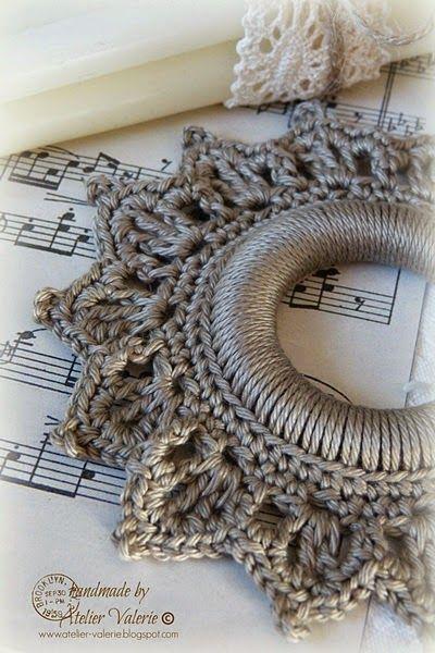 Coronita para decorar en Navidad hecha en crochet