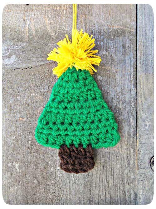 Árbol de Navidad en crochet y con pompón