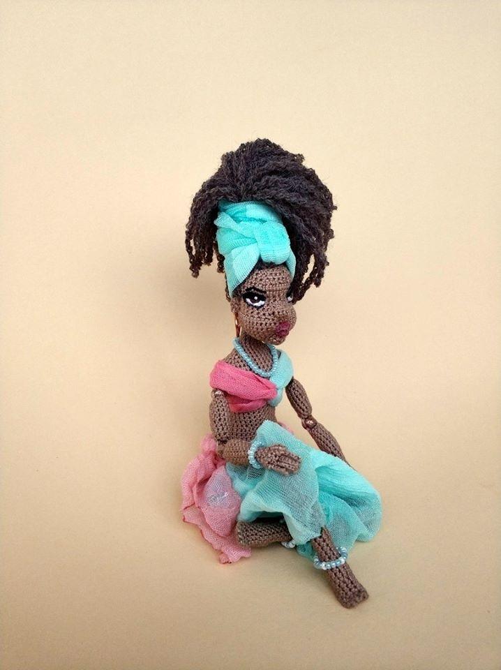 belleza africana, mujer hecha en crochet
