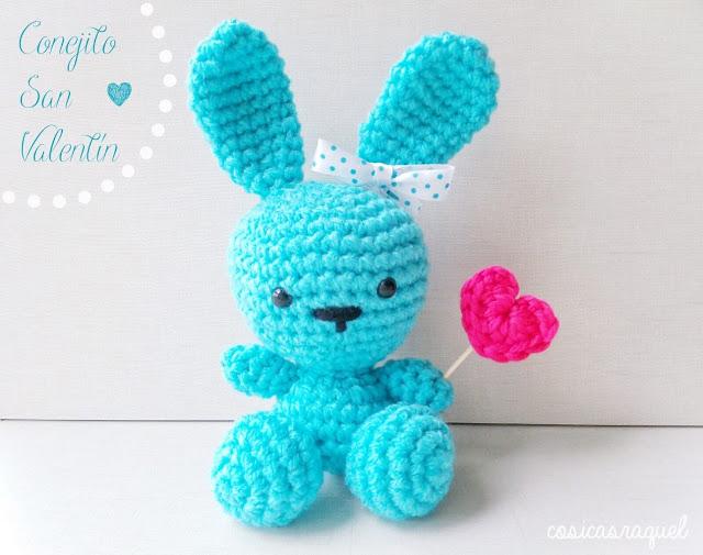 conejito azul con corazón