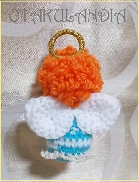 Ángel de la Anunciación en crochet y de espaldas