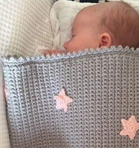 14 Mantitas y puntillas para bebé – gráficos y tutoriales