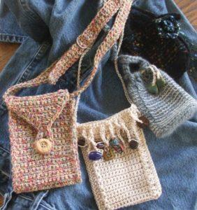 Los mini bolsos están de moda este verano